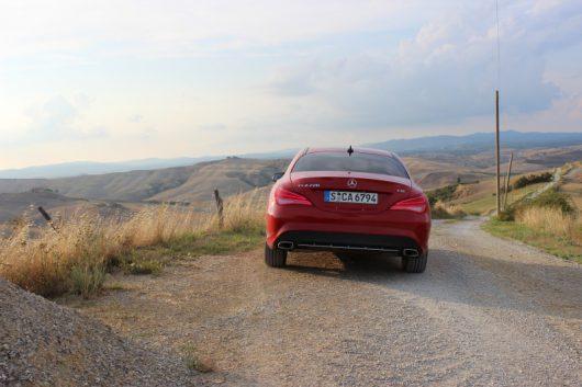 Mit dem Mercedes Benz CLA unterwergs bei Asciano in der Toskana