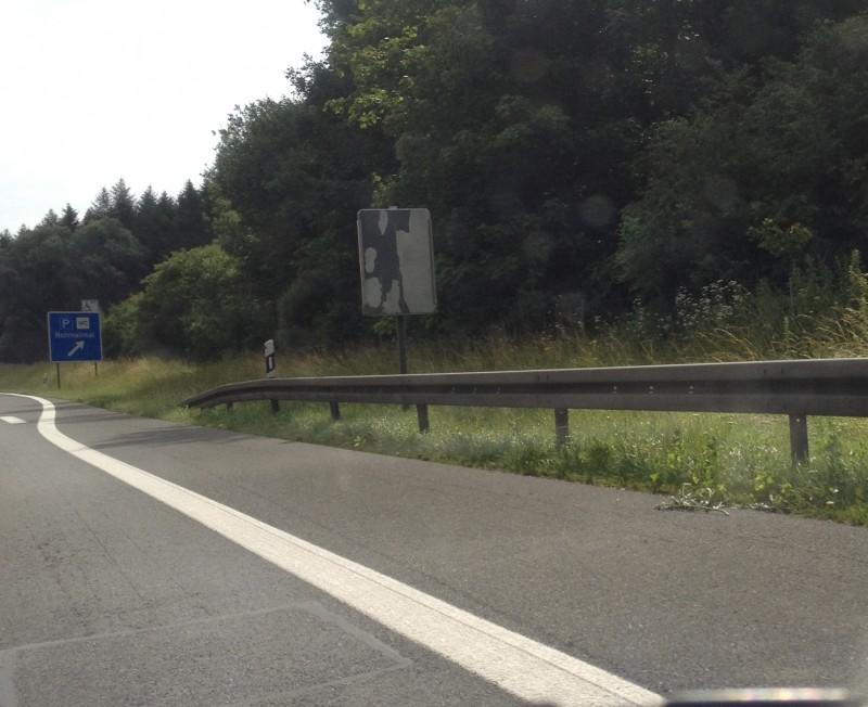 Klappbares Autobahnschild