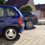 Parken im eigenen Hof oder Carport ist in ländlichen Gegenden beliebt.