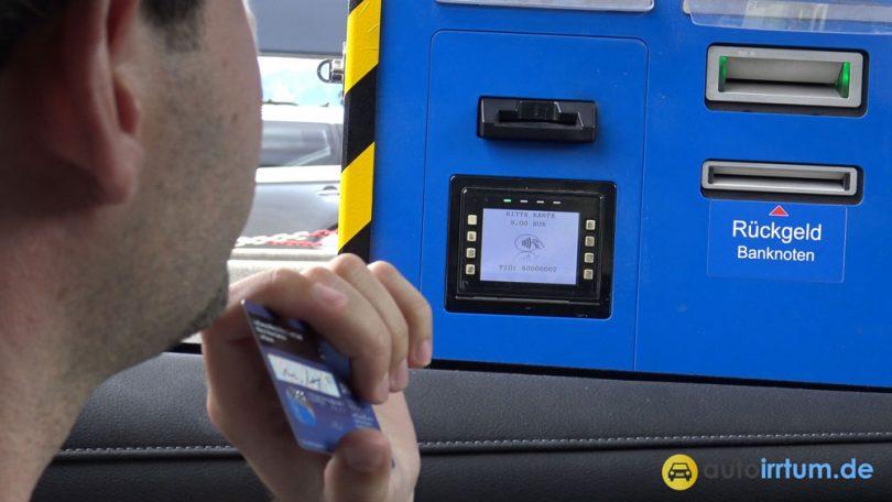 An Der Mautstation Mit Kreditkarte Zahlen Autoirrtum De